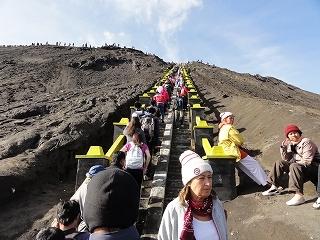 s-ブロモ山頂階段DSC02370.jpg